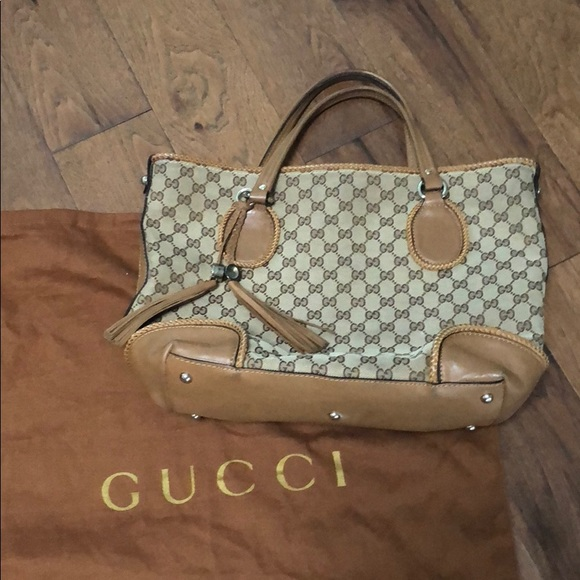a53745942a5 Gucci Handbags - AUTHENTIC GUCCI TOTE